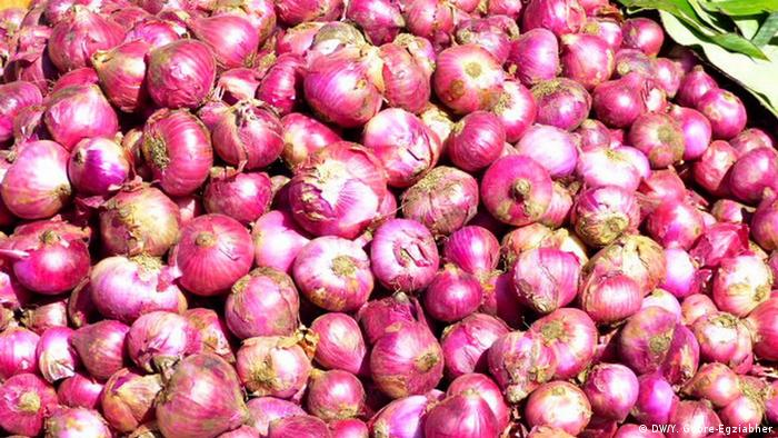 A picture of red onions from an Ethiopian market (DW/Y. Gebre-Egziabher)