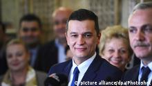 (161230) -- BUCHAREST, Dec.30, 2016 () -- Photo taken on Dec. 28, 2016 shows Sorin Grindeanu at a press conference held in Bucharest, capital of Romania. Romanian President Klaus Iohannis on Friday gave mandate to Sorin Grindeanu, a second candidate proposed by the parliamentary majority for the post of prime minister, to form a new government. (/Agerpres)(yk) |