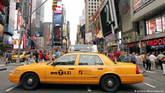 Таксі на Таймс-сквер у Нью-Йорку