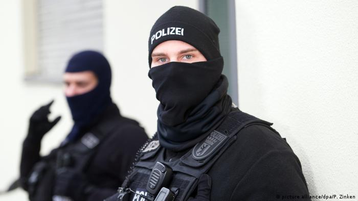 Deutschland Symbolbild Razzia Polizei