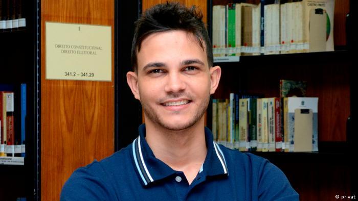 """Me sinto desvalorizado pelo Brasil"", diz professor premiado"