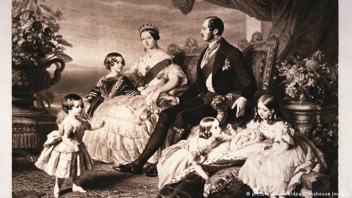 Portrait of Queen Victoria, Prince Albert and their children, 1846 (picture alliance/dpa/Glasshouse Images)