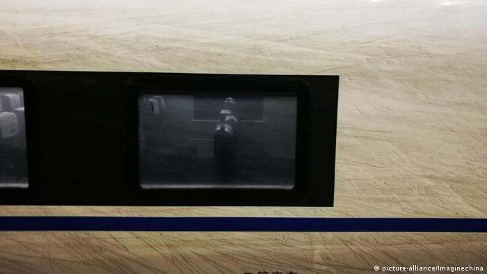 China Smog verschmutzt Eisenbahnzüge (picture-alliance/Imaginechina)