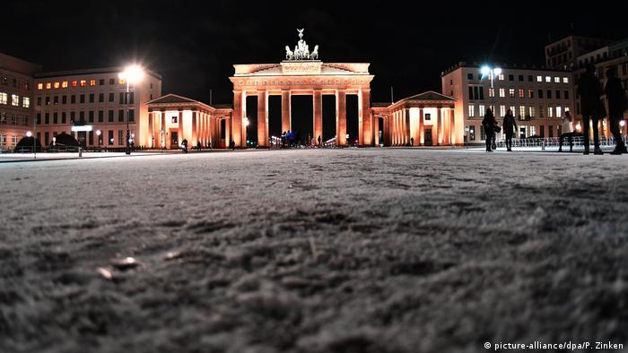 Berlin Ein Hauch von Winter (picture-alliance/dpa/P. Zinken)