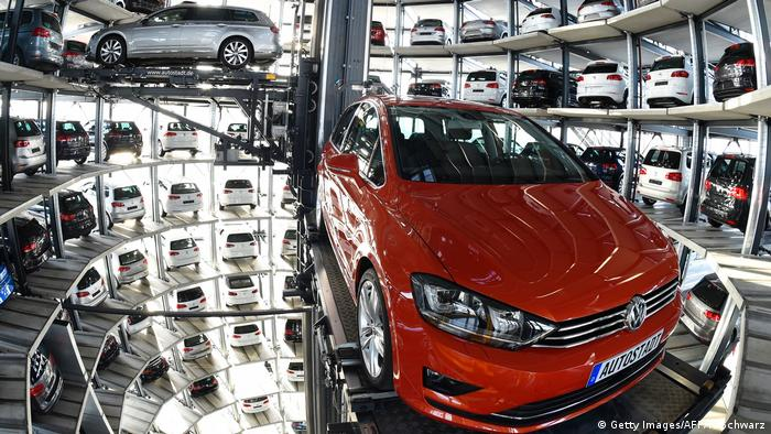 VW Passat Golf (Getty Images/AFP/T. Schwarz)