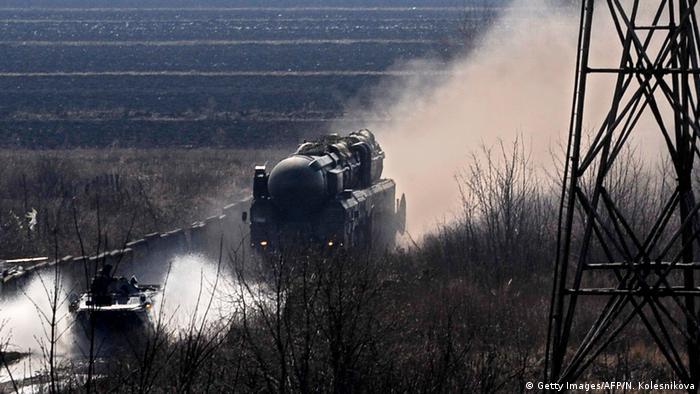 Putin participa de exercício militar com mísseis balísticos