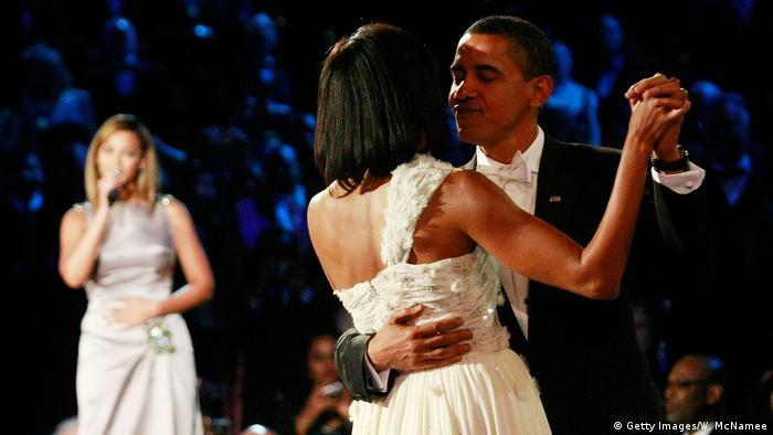 USA | Inaugural Ball 2009 | Michelle und Barack Obama dance to At Last performed by Beyonce (Getty Images/W. McNamee)