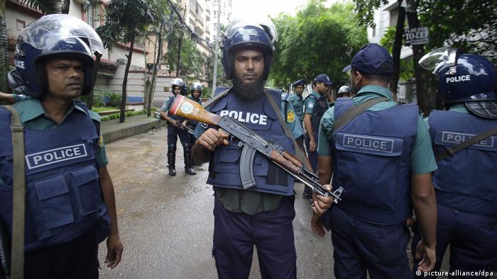 Bangladesch Dhaka Anschlag Holey Artisan Bakery Polizei (picture-alliance/dpa)