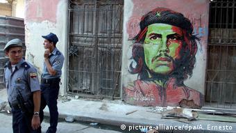 Kuba Havanna Che Wandbild Polizisten