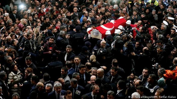 Похороны жертв теракта в Измире в 2017 году