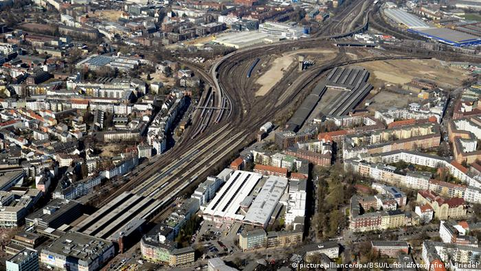 Hamburg im Wandel - Grundsteinlegung Wohnquartier «Mitte Altona» (picture-alliance/dpa/BSU/Luftbildfotografie M. Friedel)