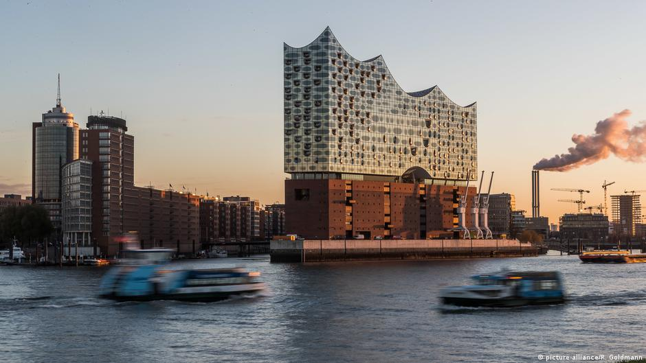 elbphilharmonie already has more visitors than neuschwanstein dw travel dw. Black Bedroom Furniture Sets. Home Design Ideas