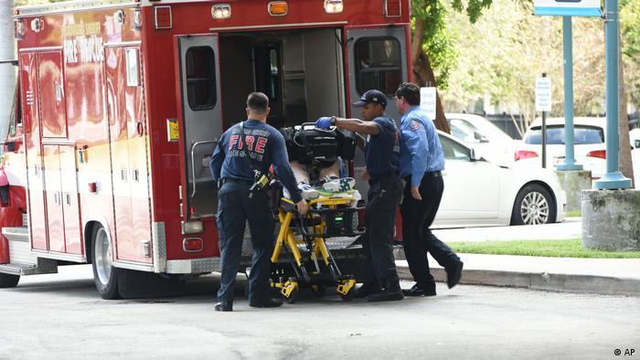 Florida | Abtransport eines Verletzten nach den Schüssen in Fort Lauderdale (AP)