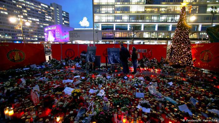 Deutschland Berlin Trauer nach Anschlag auf Breitscheidplatz (Reuters/H. Hanschke)