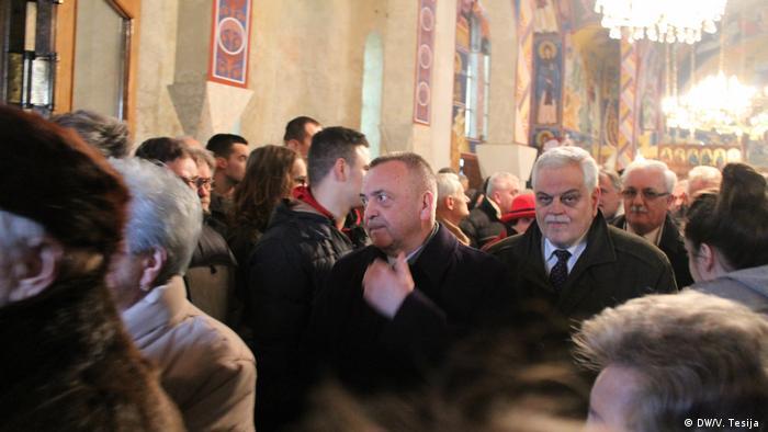 Kroatien Bürgermeister von Osijek, Ivica Vrkic und Präsident der Partei SDSS, Vojislav Stanimirovic in der orthodoxen Kirche in Borovo