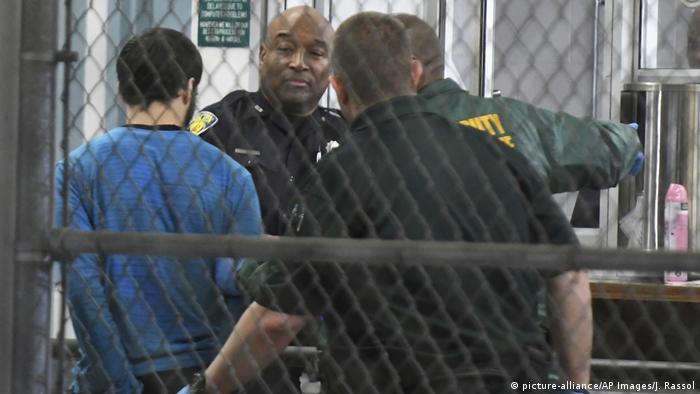 USA Florida - Esteban Santiago mutmaßlicher Schütze des Fort Lauderdale-Hollywood International Airport wo mehrere Menschen verletzt wurden (picture-alliance/AP Images/J. Rassol)