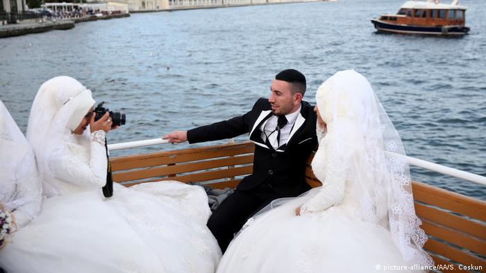 Türkei türkische Hochzeit (picture-alliance/AA/S. Coskun)