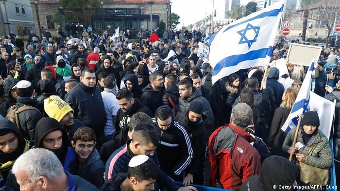 Israel Protesten vor Verteidigungsministerium in Unterstützung zum getöteten Soldat (Getty Images/AFP/J. Guez)