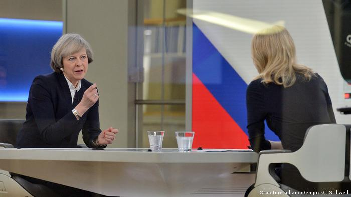 Großbritannien Theresa May bei Sky News (picture-alliance/empics/J. Stillwell)