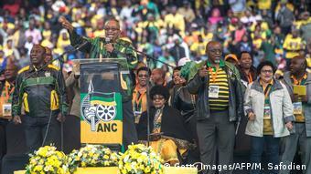 Südafrika Zuma hält Rede im Orlando Stadion in Soweto (Getty Images/AFP/M. Safodien)