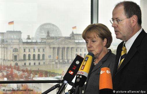 Канцлер Ангела Меркель и министр финансов Пеер Штайнбрюк