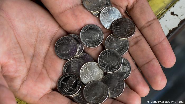 Venezuela 50 Bolivar Münzen (Getty Images/AFP/F. Parra)