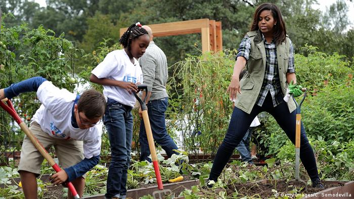 Michelle Obama and kids in garden (Getty Images/C. Somodevilla)