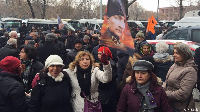 Türkei   CHP Protest in Ankara gegen Verfassungänderung (H. Köylü)