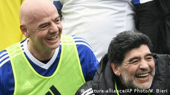Schweiz | FIFA-Präsident Gianni Infantino und Diego Maradona