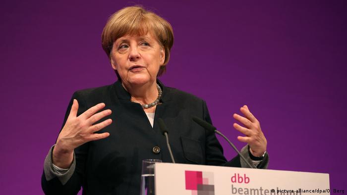 Deutschland | BK Angela Merkel Jahrestagung dbb Beamtenbund (picture-alliance/dpa/O. Berg)
