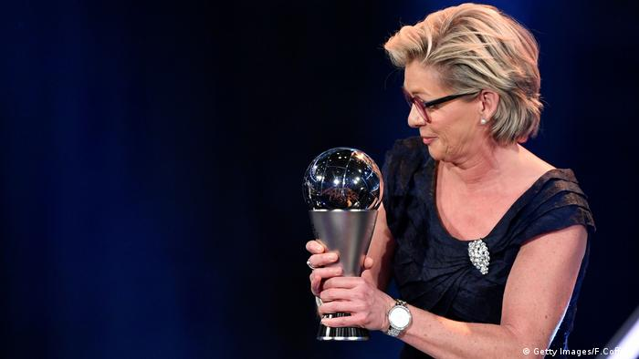 FBL-FIFA-AWARDS Silvia Neid (Getty Images/F.Coffrini)