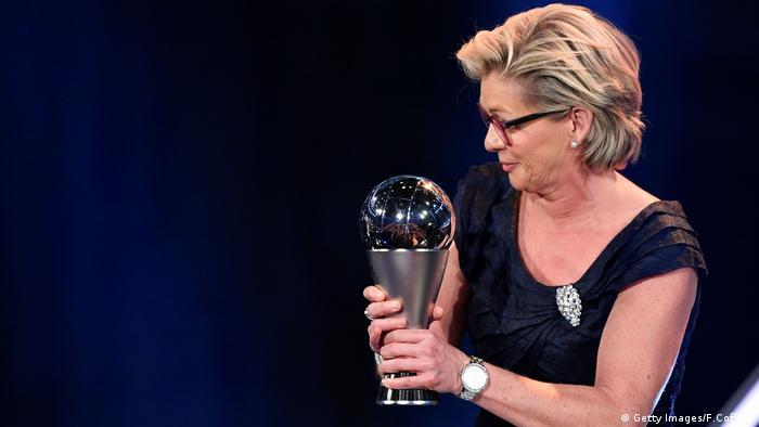 سه عنوان قهرمانی اروپا، یک عنوان نائب قهرمانی جهان، قهرمان جهان در سال ۲۰۰۷، قهرمانی اروپا در سالهای ۲۰۰۹ و ۲۰۱۳ و قهرمانی المپیک در سال ۲۰۱۶ و بالاخره سه عنوان بهترین مربی سال جهان توشه راه سیلویا ناید به عنوان مربی است پر افتخارترین تیم زنان جهان است.