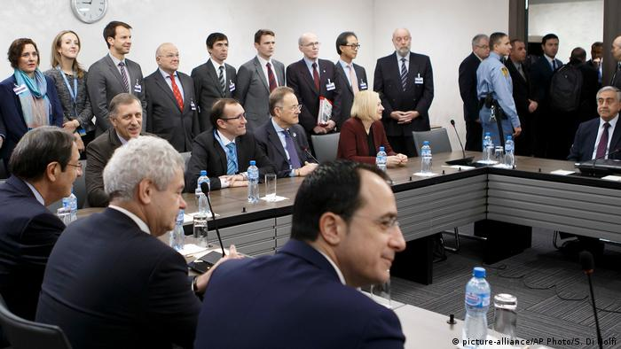 Schweiz Zyperngespräche in Genf (picture-alliance/AP Photo/S. Di Nolfi)