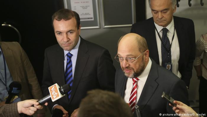 Manfred Weber (r) and Martin Schulz (l) at a press conference in June 2014