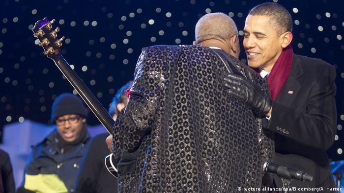 Barack Obama and B.B. King (picture alliance/dpa/Bloomberg/A. Harrer)