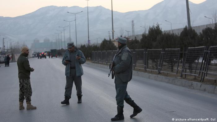 Afghanistan Kabul Selbstmordanschlag Polizisten (picture-alliance/dpa/R. Gul)