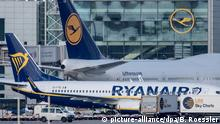 Ryanair and Lufthansa planes (picture-alliance/dpa/B. Roessler)
