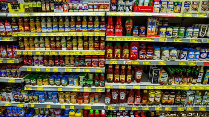 Supermarkt Lebensmitteleinkauf (picture-alliance/ZB/J. Büttner)