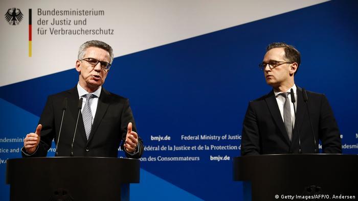 Deutschland PK Anschlag Berlin de Maiziere und Maas (Getty Images/AFP/O. Andersen)