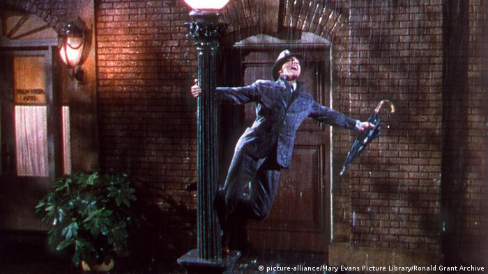 Singin' in the Rain film still (picture-alliance/Mary Evans Picture Library/Ronald Grant Archive)