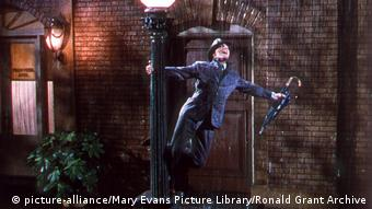Filmstill - Du sollst mein Glücksstern sein (Singing in the rain)