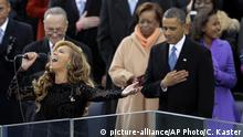Beyoncé and Barack Obama (picture-alliance/AP Photo/C. Kaster)