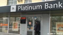 Filiale der Platinum Bank die für zahlungsunfähig erklärt wurde.