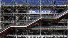 Paris, Centre Pompidou,Westfassade/Foto Paris (Frankreich), 4.Arr., Beaubourg, Centre Pompidou (Kunst- und Kulturzentrum, erbaut 1971-77, Arch.: Piano & Rogers.) - Teilansicht der Westfassade. - Foto, 2008. F: Paris, Centre Pompidou, facade ouest Paris (France), 4e arr., Beaubourg, Centre Pompidou (constr. 1971-77, arch. : Piano & Rogers.) - Vue partielle de la facade ouest. - |