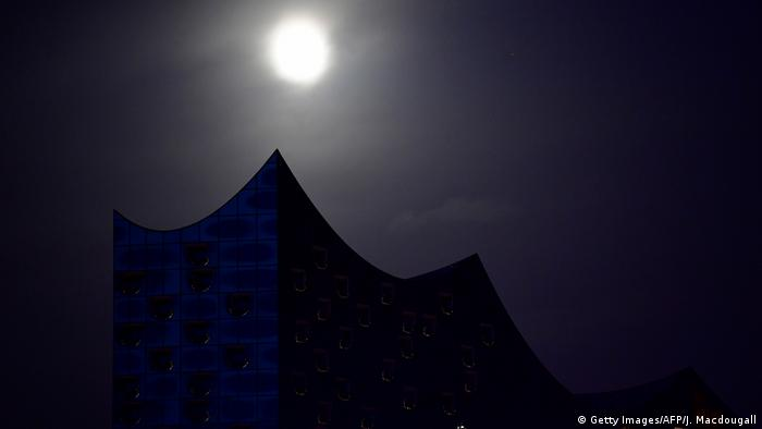 Elbphilharmonie illuminated by a full moon (Getty Images/AFP/J. Macdougall)