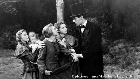 Henry Fonda in einem Filmstill aus Young Mr. Lincoln mit jungen Frauen (Foto: picture-alliance/Mary Evans Picture Library)