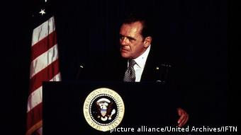Anthony Hopkins als Nixon (picture alliance/United Archives/IFTN)