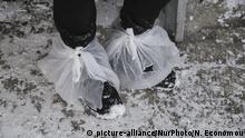 Griechenland Thessaloniki Flüchtlingslager im Winter mit Schnee