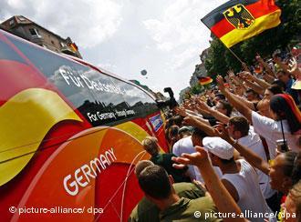 2006年的夏天德国国旗到处飘摇