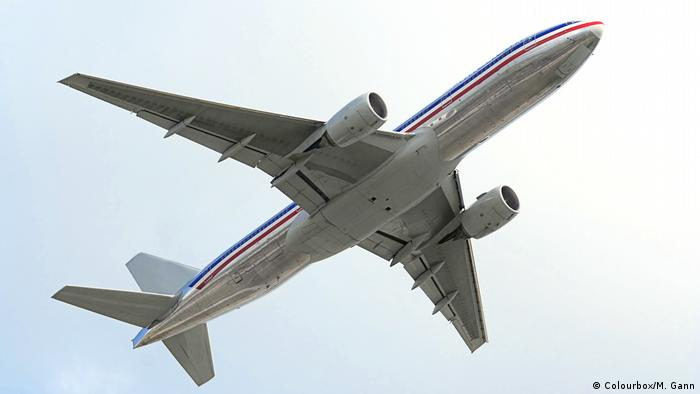 Symbolbild Flugzeug am Himmel (Colourbox/M. Gann)